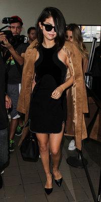Selena Gomez VS Demi Lovato : qui porte le mieux le manteau camel ?