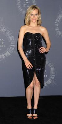Taylor Schilling : une beauté black de la tête aux pieds !