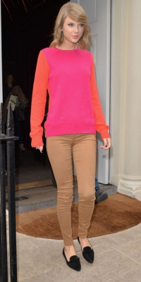 Taylor Swift : elle sort le sweat bicolore pop !