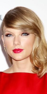 """Taylor Swift : une poupée à tomber """"red"""" dingue…"""