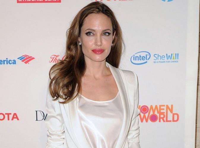 Angelina Jolie : sa bague de fiançailles disponible pour la modique somme de 124$ !