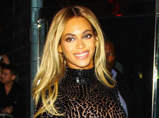 """Beauté : Beyoncé : la chanteuse dévoile la pub de son nouveau parfum """"Rise"""" !"""