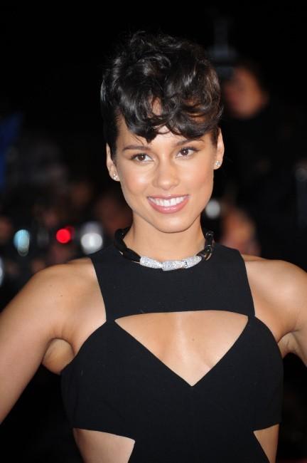 Le chignon banane revisité d'Alicia Keys le 26 janvier 2013 à Cannes