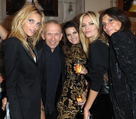 Jean-Paul Gaultier entourré d'Emmanuelle Alt, Natasha Poly, Anja Rubik et Isabelli Fontana