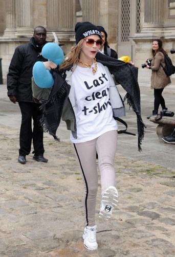 Cara Delevingne chez Louis Vuitton - Fashion week automne-hiver 2013/14