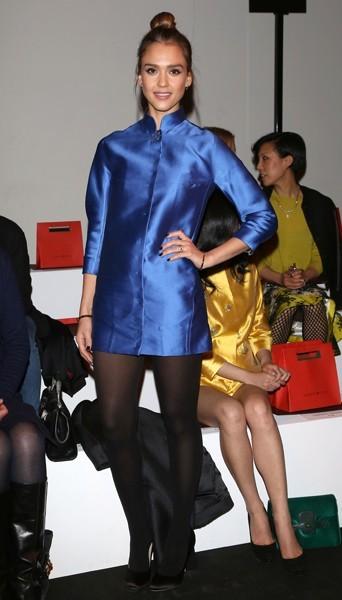 Jessica Alba chez Shiatzy Chen - Fashion week automne-hiver 2013/14