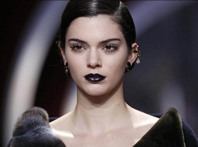 Kendall Jenner : rock & chic avec ses lèvres noires pour Dior