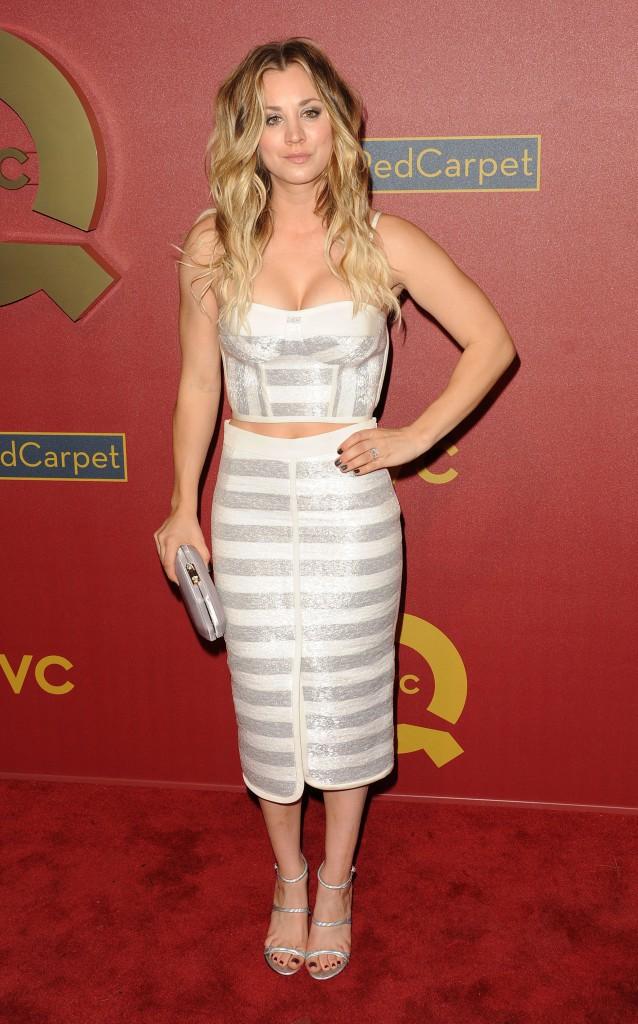 Elle aussi adopte, à merveille, le look crop top et jupe crayon (2014)