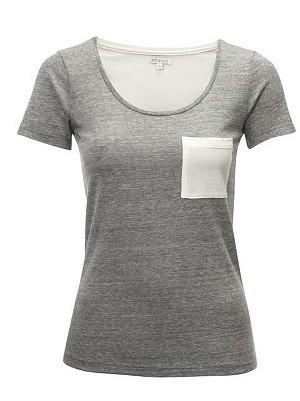 T-shirt gris avec une petite poche blanche !