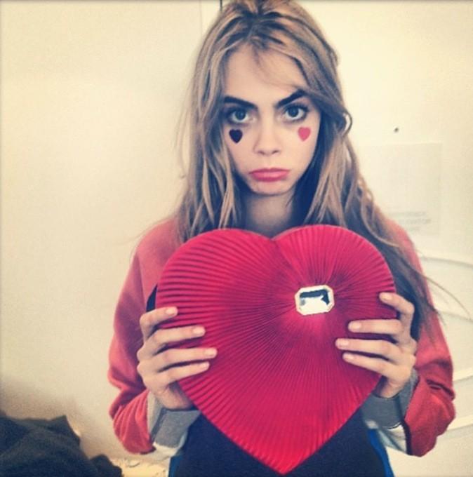 Cara Delevingne sur le tournage de la vidéo pour LOVE magazine