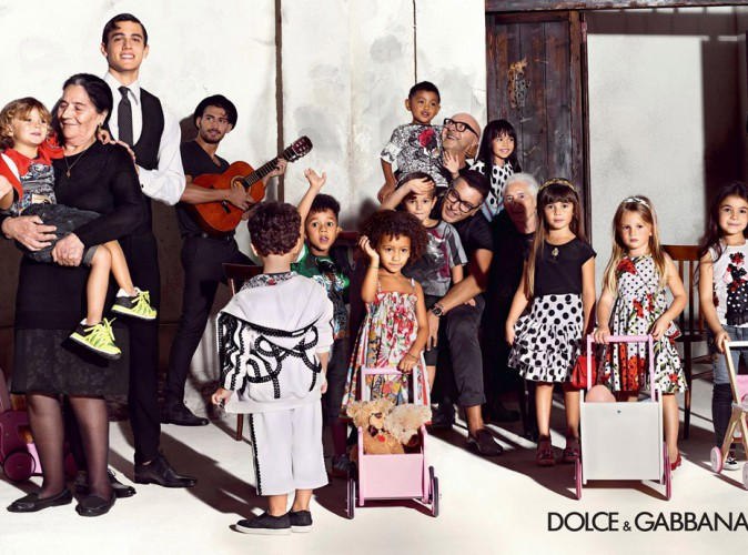 mode domenico dolce et stefano gabbana entour s d enfants pour une pub optimiste. Black Bedroom Furniture Sets. Home Design Ideas