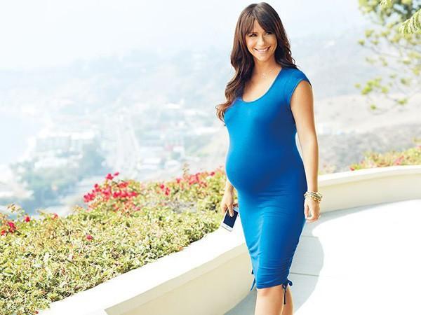 Jennifer Love Hewitt : enceinte de son premier enfant, elle dessine une collection de vêtements de grossesse !