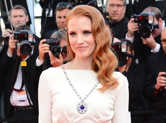 Mode : Jessica Chastain explique ce qu'elle a ressenti en portant les bijoux d'Elisabeth Taylor à Cannes...