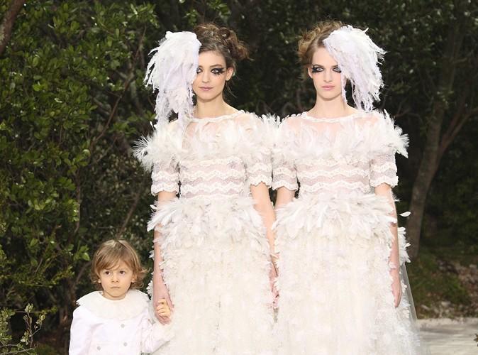 Mode : Karl Lagerfeld s'engage en faveur du mariage homosexuel avec deux mariées pour cloturer son défilé !