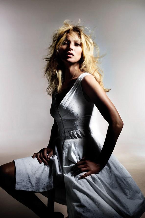 Kate calme sa fougue et redevient sage, le temps d'une robe