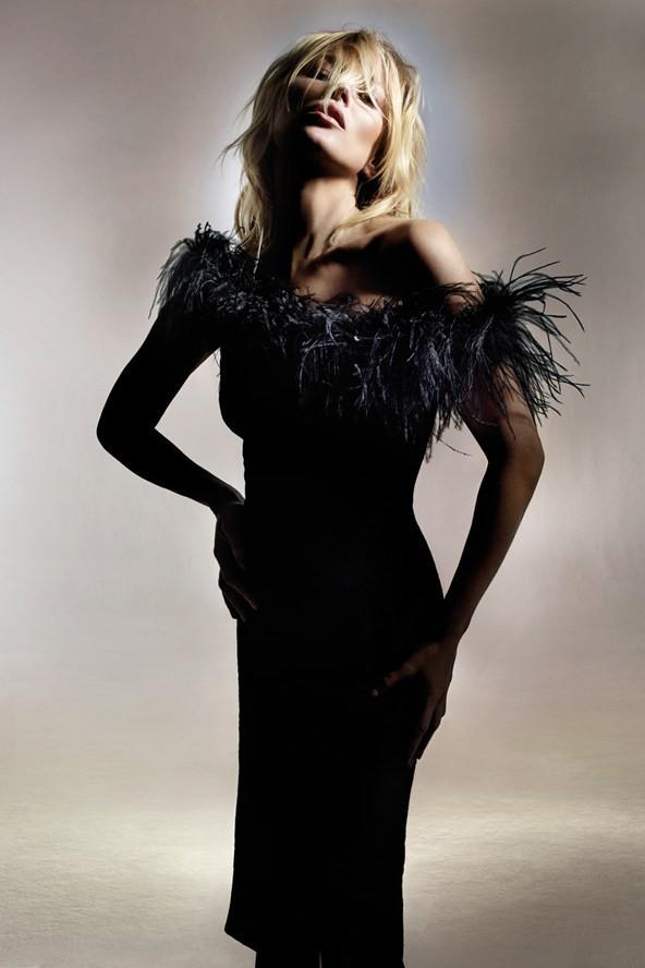 Une robe à plume idéale pour un cocktail, de quoi attirer l'attention et faire sensation !