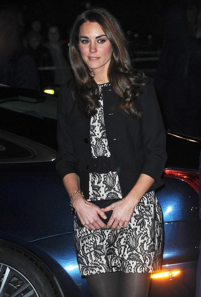 Décembre 2011 : robe tulipe noire et beige Zara