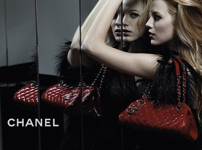 mode la premi re pub de blake lively pour les sacs chanel. Black Bedroom Furniture Sets. Home Design Ideas