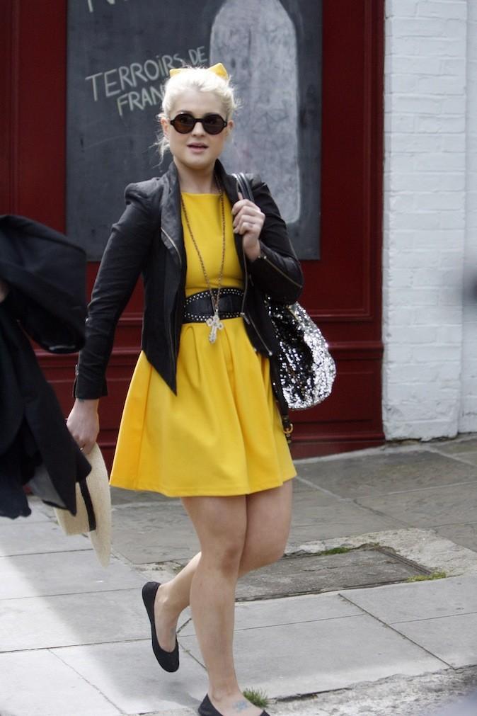 Kelly Osbourne toute de jaune vêtue !