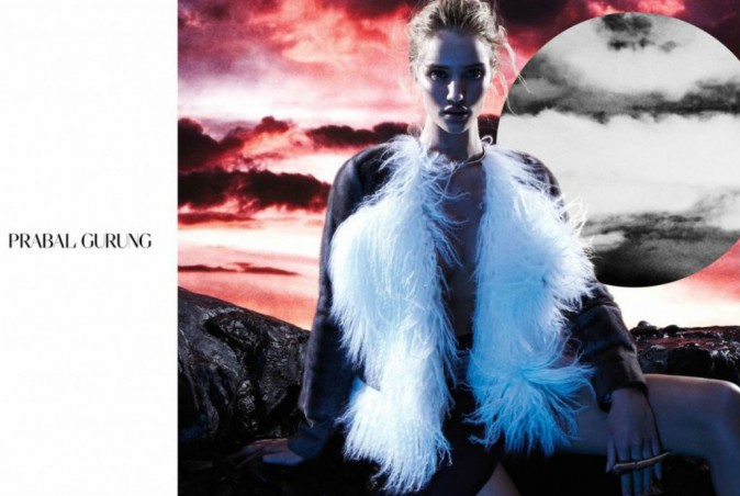Rosie Huntington-Whiteley prend la pose pour la collection Automne/Hiver 2014-2015 de Prabal Gurung !