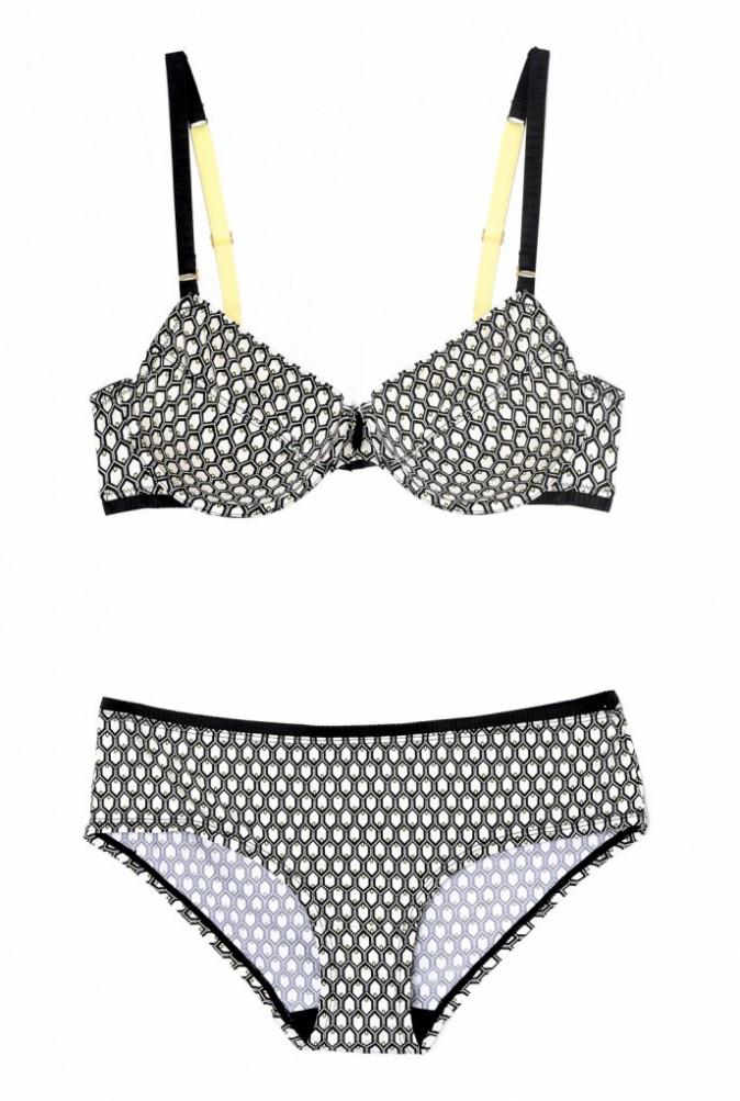 Avec armatures et culotte, pointes diamants, microfibre, Esprit, 24,95 € et 15,95 €