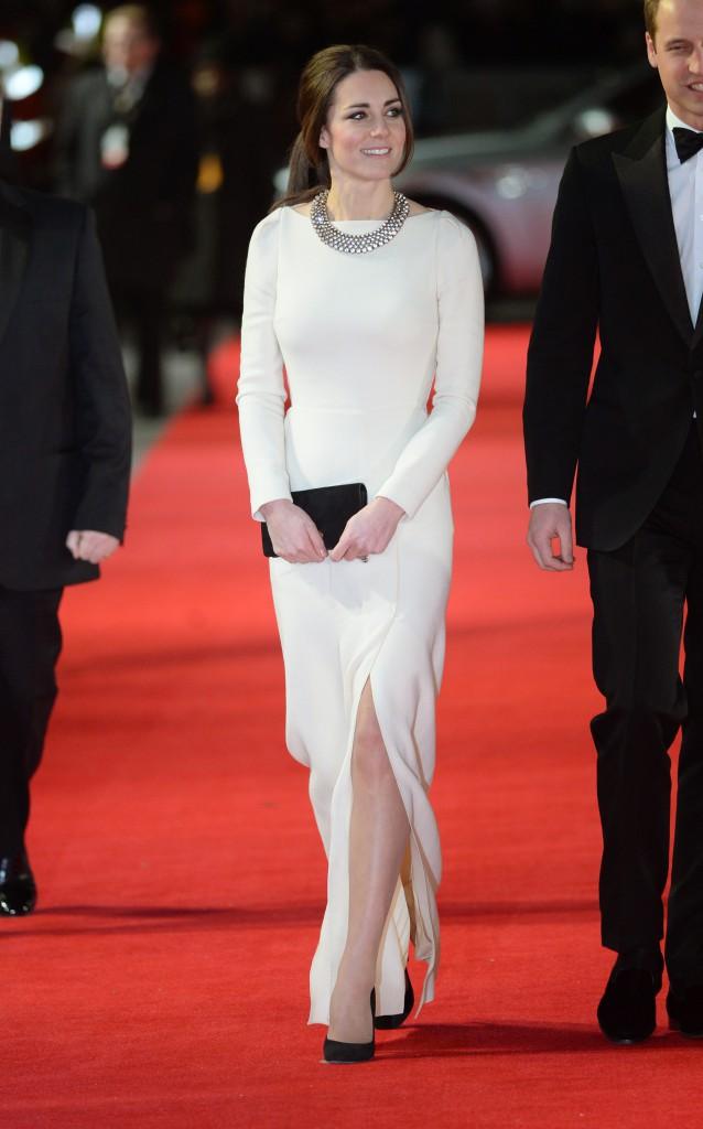 Kate Middleton porte une élégante robe Roland Mouret