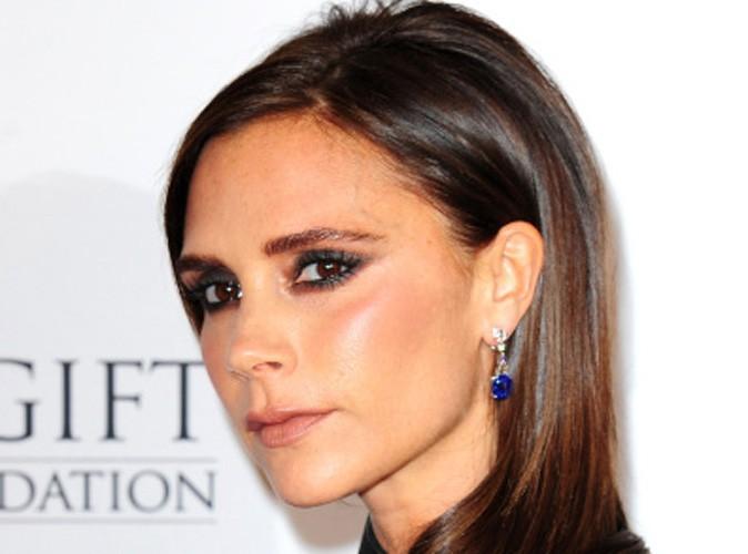Mode : Victoria Beckham : elle vous donne rendez-vous dès maintenant... Posez-lui vos questions !