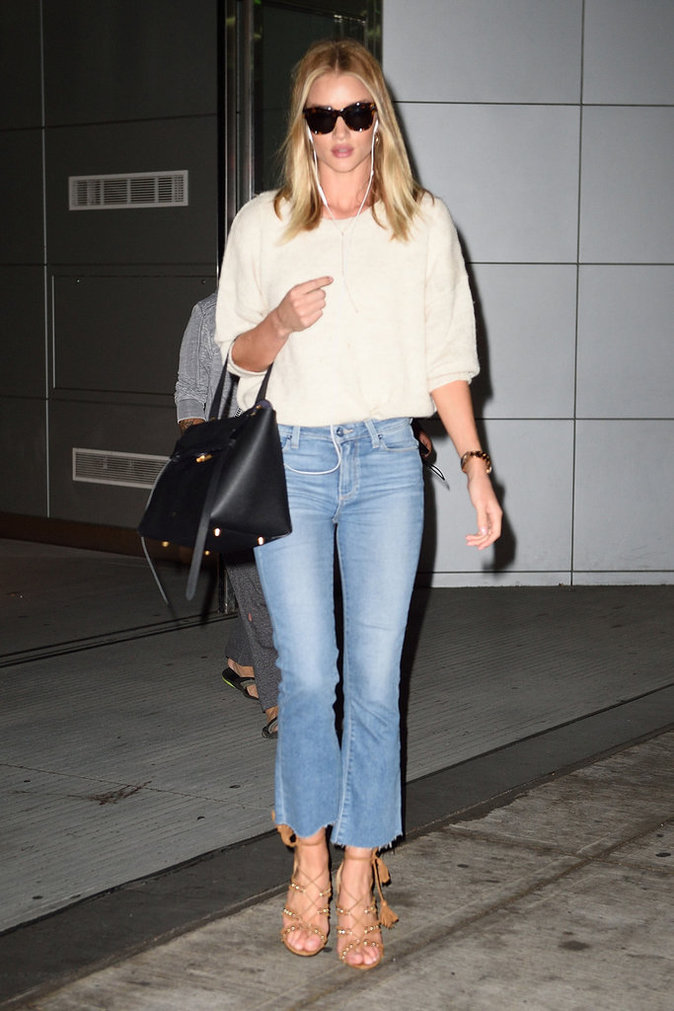 Photos : Rosie Huntington-Whiteley le pantacourt en jean fait des émules !