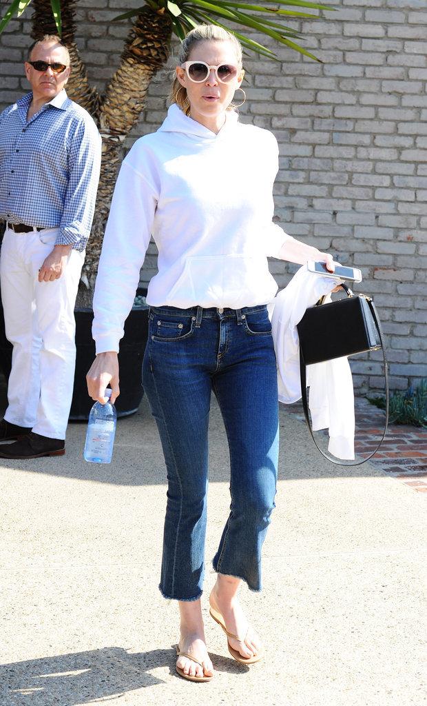 Photos : Sara Foster : le pantacourt en jean fait des émules !