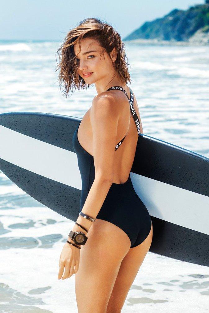 Photos : Miranda Kerr, coquine, dans les tous petits bikinis de Bonds !