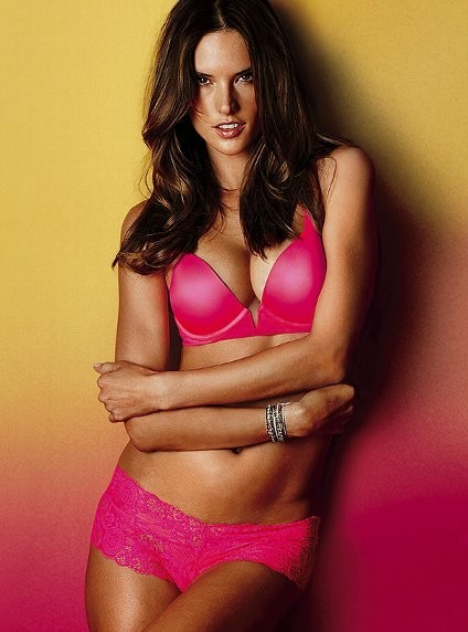 Alessandra Ambrosio pour la collection Very Sexy de Victoria's Secret