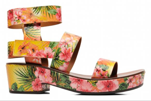 La fleurie du week-end : sandales Oyuyu, Chie Mihara sur sarenza.com 255 €