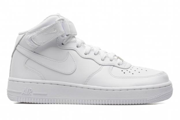 Les sneakers du soir : Air Force 1 Mid, Nike sur sarenza.com 110 €
