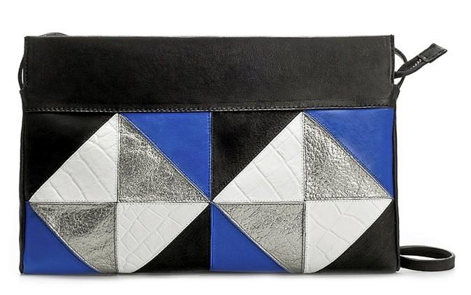 La pochette en patchwork, Zara. 79,95€