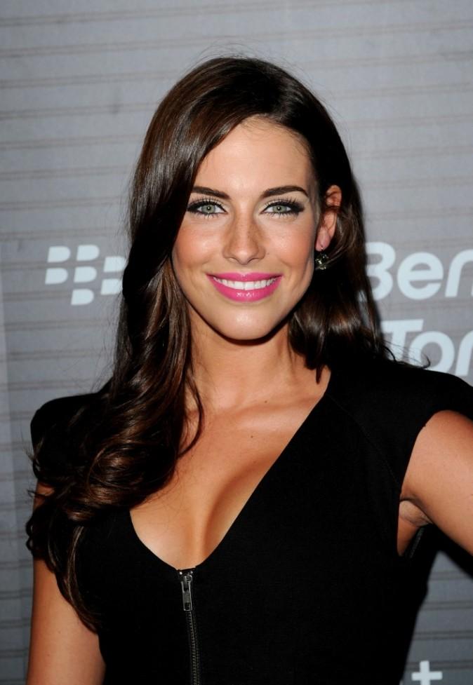 Beauté de star : le rouge à lèvres rose tendance épurée de Jessica Lowndes
