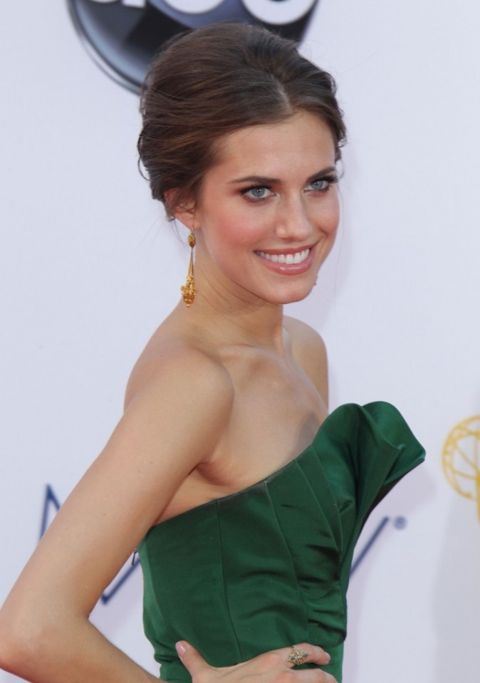 Allison Williams aux Emmy Awards 2012