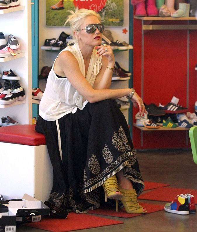 Même quand elle achète des chaussures pour ses enfants !