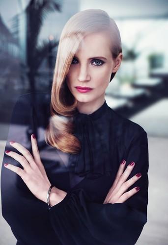 Jessica Chastain chic et totalement glamour pour la nouvelle campagne de Manifesto d'Yves Saint Laurent !