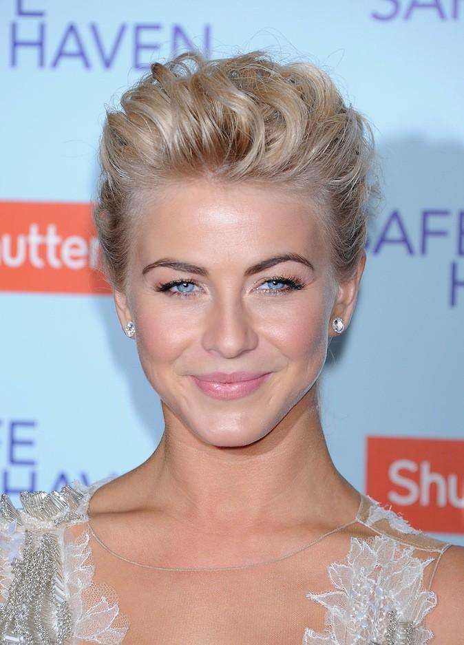 Découvrez le CV make-up Julianne Hough !