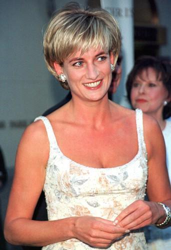 Kate Middleton se fera-t-elle la même coupe que Diana pour li rendre hommage ?