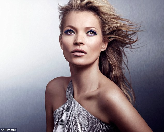 La ravissante Kate Moss se prête au jeu de créatrice cosmétique pour la marque Rimmel