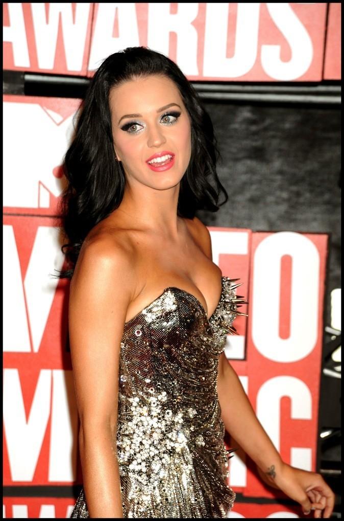 Août 2009 : Katy Perry avec les cheveux bruns