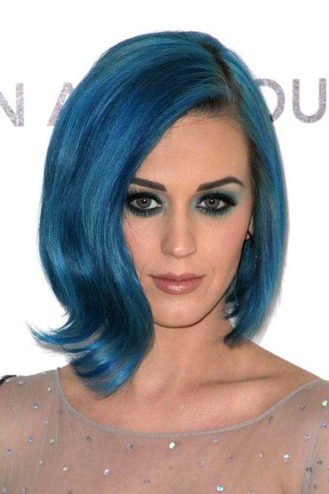 Février 2012 : Katy Perry avec les cheveux bleus