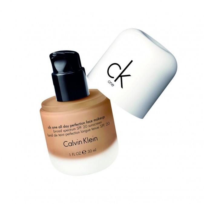 Fond de teint Perfection longue tenue, SPF 20, CK One, Calvin Klein, chez Marionnaud 30 €