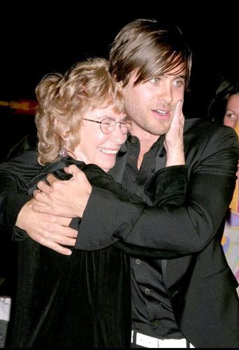 """Jared Leto et sa grand-mère à la première du film """"Alexander"""", le 16 novembre 2004."""