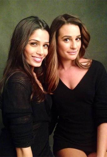 Lea Michele avec Frieda Pinto en photos backtages pour la nouvelle campagne L'Oréal Paris !