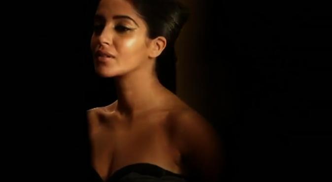 Leïla Bekhti dans le making-of de Color Riche pour L'Oréal Paris