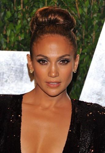 Beauté  mode demploi du chignon boule comme Jennifer Lopez et Eva Mendes !