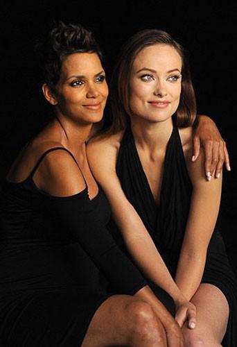 Découvrez les deux photos d'Olivia Wilde et Halle Berry en backstages de la campagne Revlon !