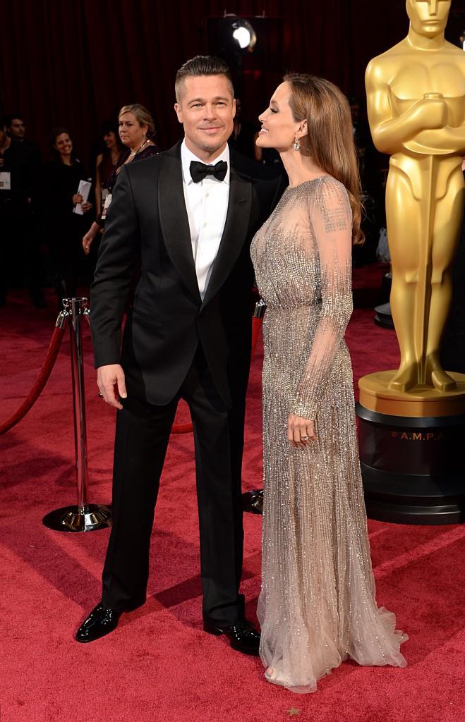 Angelina Jolie a adopté les cheveux derrière les oreilles